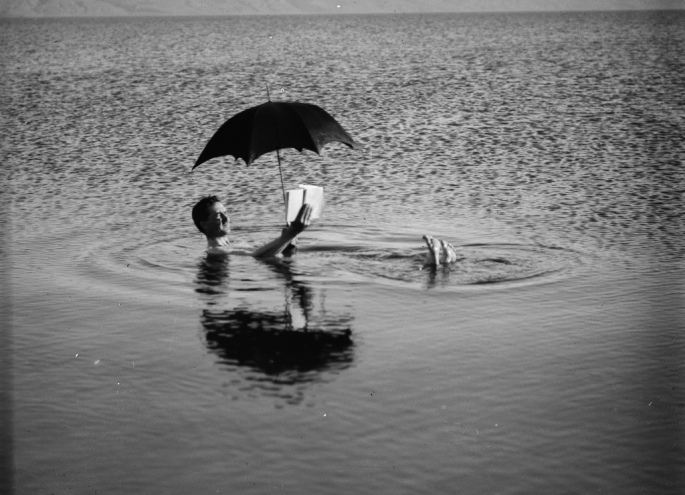 Vintage-Beach-Reading